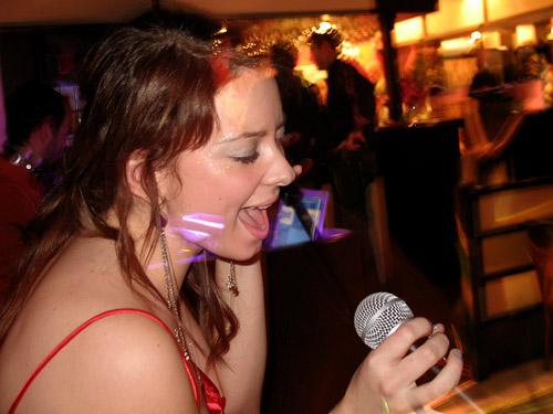 Певица Амика