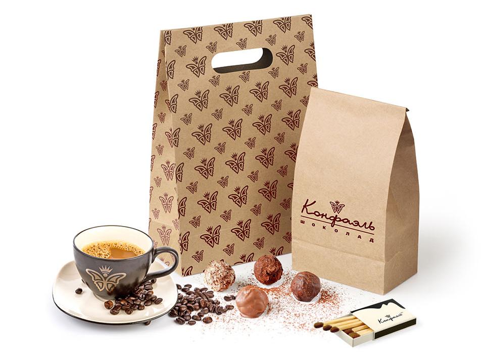 Сувенирная продукция и упаковка на основе фирменного стиля.