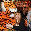 Креативный директор Ad Once с тигром