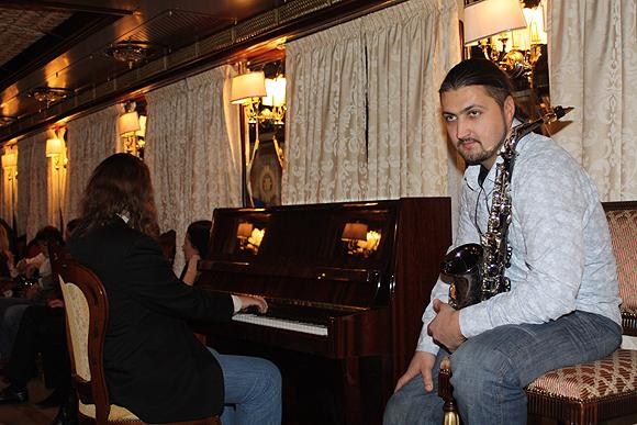Вагон-салон с пианино